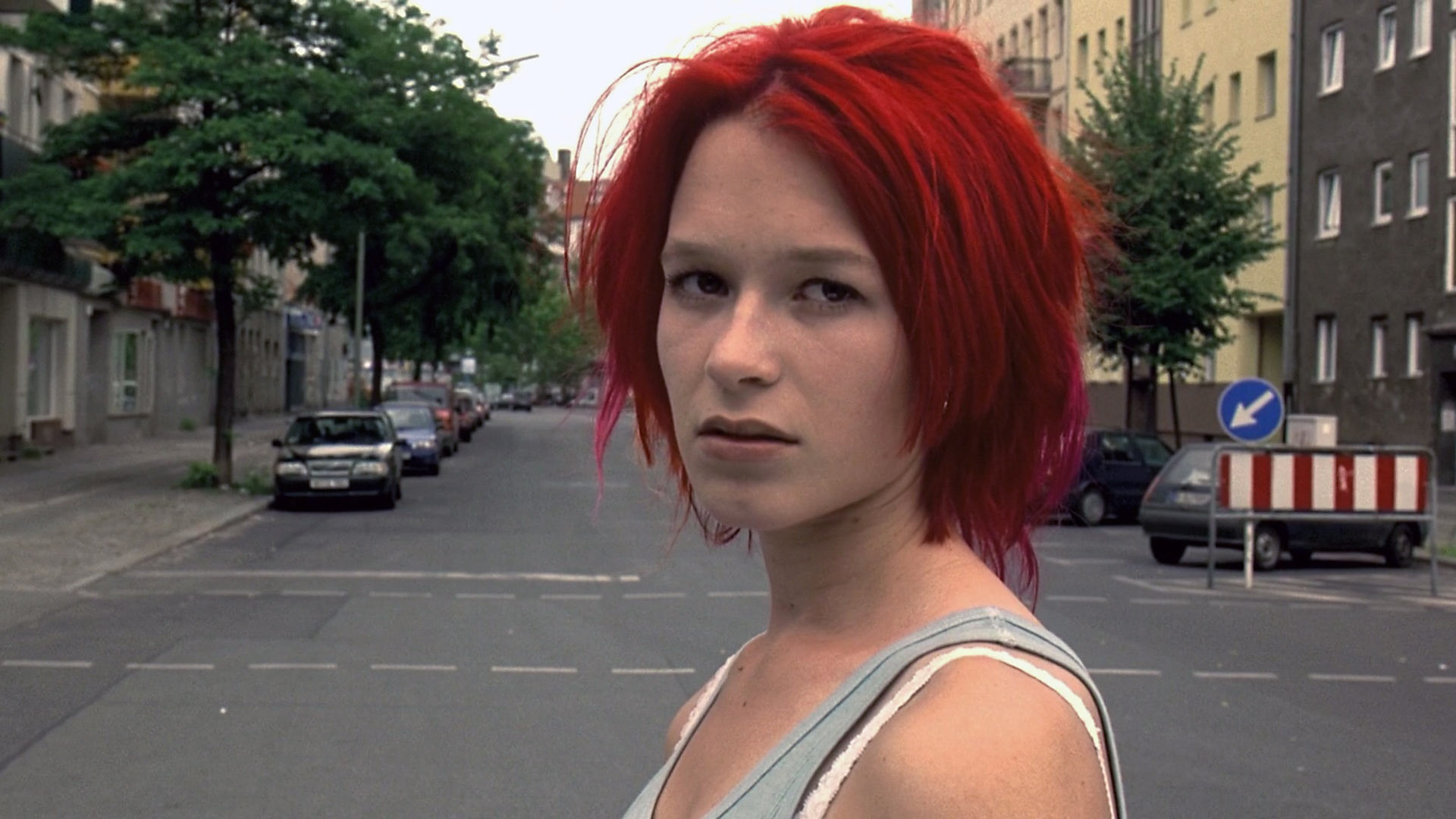 run lola run Run lola run (german: lola rennt) is a 1998 german thriller film written and directed by tom tykwer, and starring franka potente as lola and moritz bleibtreu as manni the story follows a woman who needs to obtain 100,000 deutsche mark in twenty minutes to save her boyfriend's life.