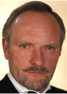Джулиан Гловер